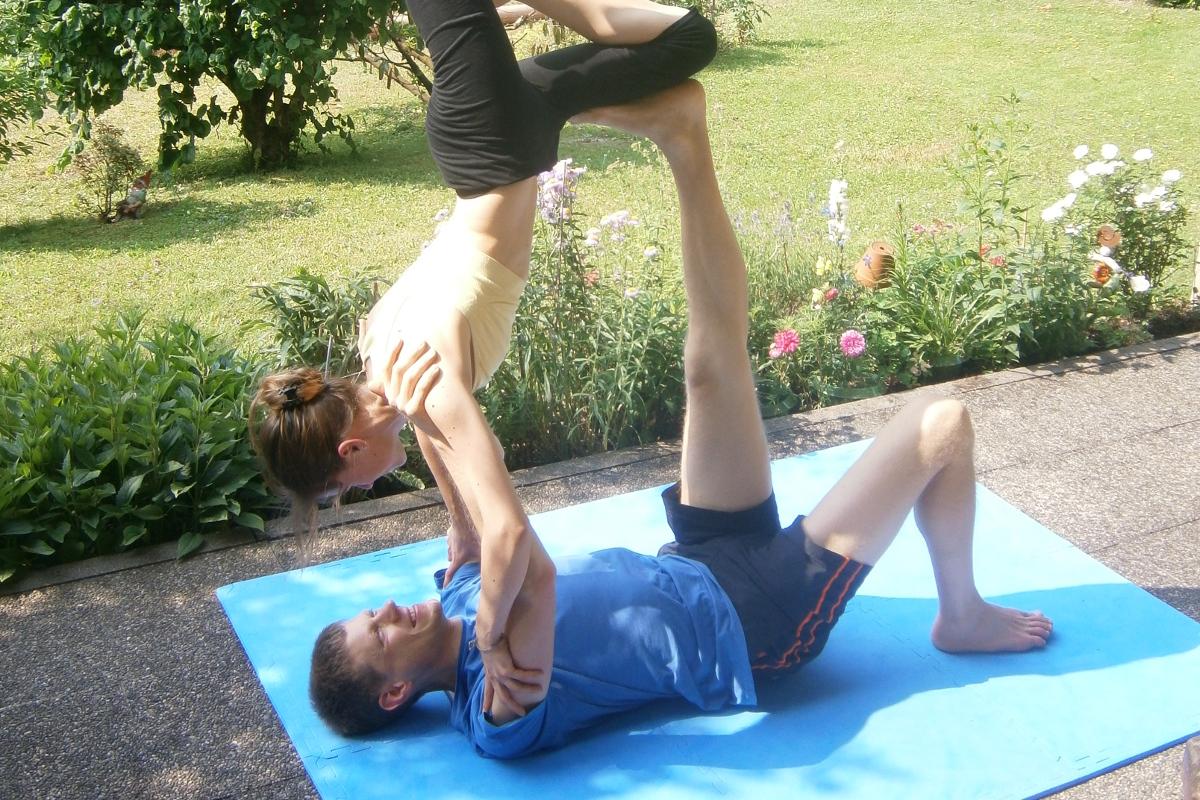 Akrobatik bilder zu zweit